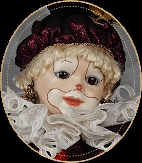 ピエロCP03アートギャラリーライフが管理しているビスクドールのうち、にっこりと微笑むラフィングジュモーを使用した小ぶりなピエロをご紹介いたします。