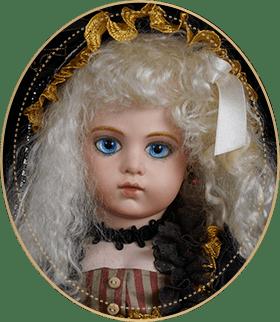 ブリュー・ジュンBJ10アートギャラリーライフが管理しているビスクドールのうち、小悪魔のような顔立ちと美しいデコルテを持ち、ゴシックロリータのドレスを身にまとっているブリュー・ジュンをご紹介いたします。